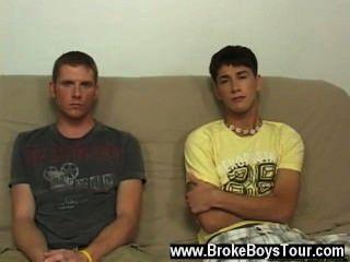 섹시한 게이 섹스는 남자애들이 풀려나 기 시작했고 그들은 그렇게했습니다.