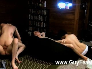 하드 코어 게이 추적 반 캠프와 에릭 트리 볼드에는 약간의 간식이 있습니다.