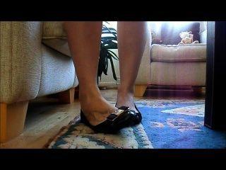 쓰레기 더미가있는 섹시한 신발