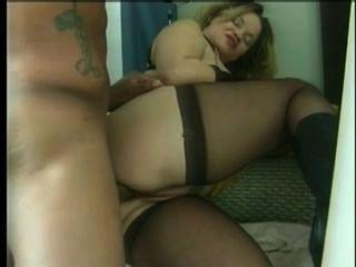 bbw 매춘부 엄마가 스타킹에 큰 새끼 엉덩이 안에 거시기를 가져옵니다