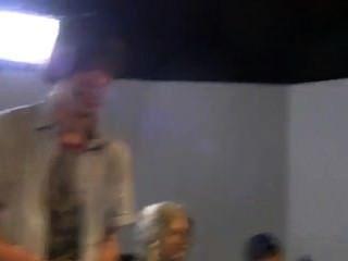 좀비의 장면 뒤에 하드 코어 영화