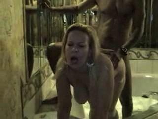 아내는 밤에 그녀의 흑인 애인 (cuckold)