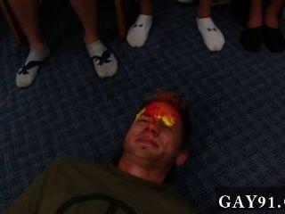 게이 섹스 아무도 공을 얼굴 전체를 원한다.