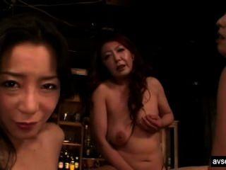 뜨거운 일본 레즈비언 삼인조