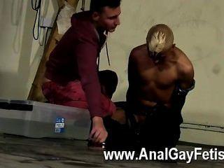 게이 난교 집사는 그가 다른 돔으로 주사하고 있다고 생각했을지도 모르지만
