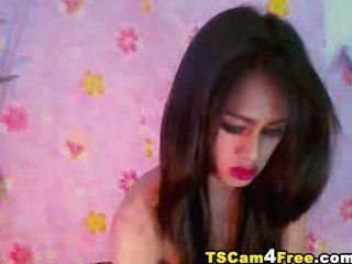 화려한 아시아 tgirl 스트로크 그녀의 하드 수탉