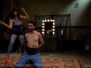 pussyboy는 수탉을 빨기를 훈련했다.