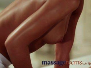 마사지 실 무고한 젊은 레즈비언은 십대 masseuse와 g 명소 오르가슴을 가지고있다