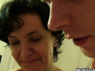 아내가 자기 엄마를 망쳐 놓으면 야생이된다.