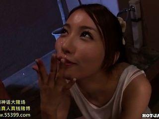 japanese girls는 침대 룸에서 매혹적인 성숙한 여인을 망 쳤어 .avi