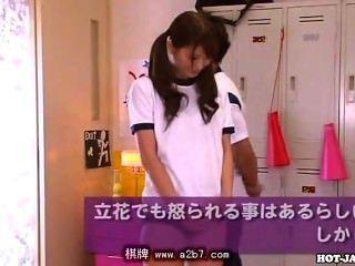 일본 여동생은 사무실에서 매력적인 여동생을 빌어 먹을. 아비