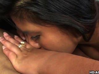 섹시 베이비 아시아와 그녀의 여자 친구가 서로 부딪 치다.