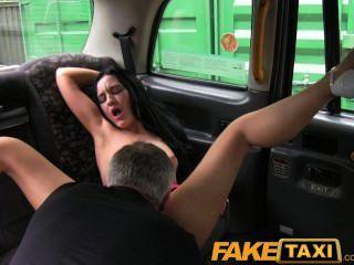 faketaxi 장난 꾸러기 리 퍼풀 여자가 더러워 져요.